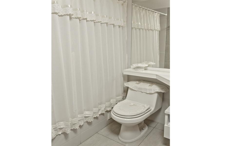 Doral sue a tu hogar for Accesorios para cortinas de bano